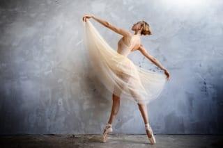 balerina danseaza