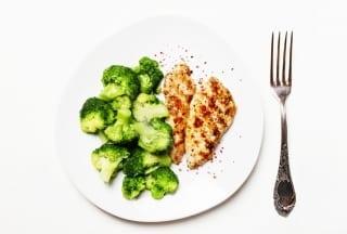 pui la grătar brocoli