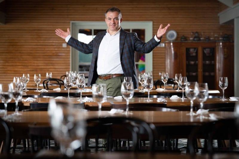 Povestea șefului restaurantelor City Grill: aventura lui Daniel Mischie, de la puștiul vânzător de butic până la manager peste 1500 de angajați. Cum să dai de mâncare la 12 mii de oameni zilnic?