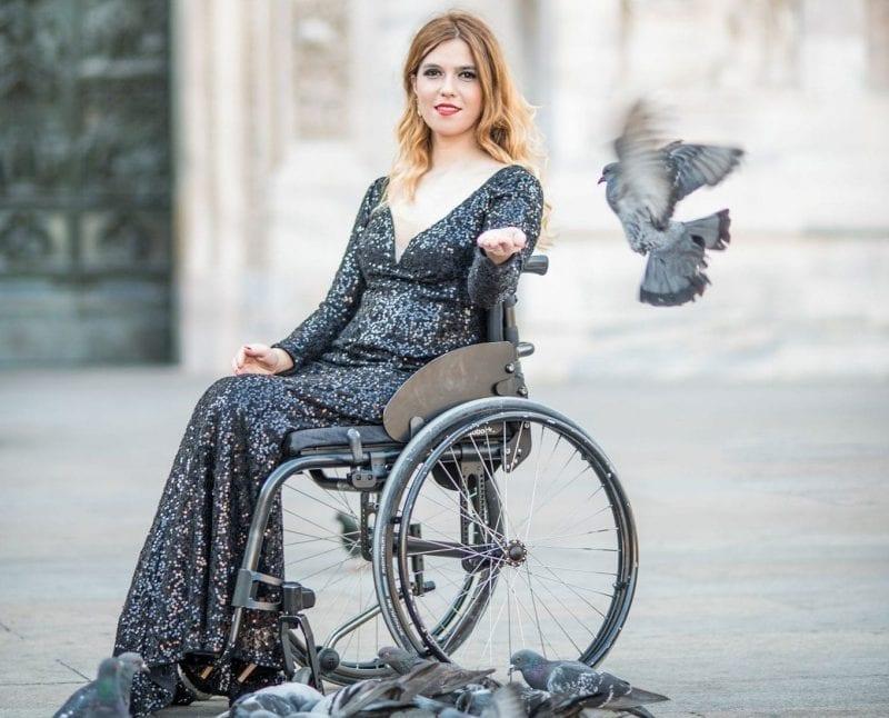 Un destin de învingătoare: Magda Coman, model și mamă în scaun cu rotile