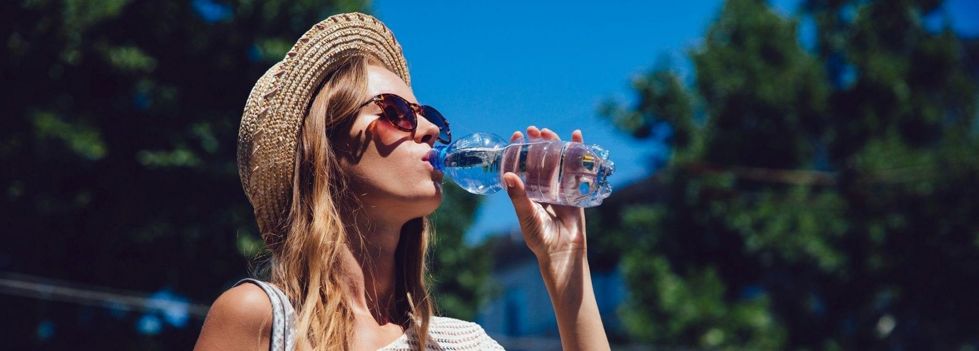 Câtă apă ar trebui să bei de fapt