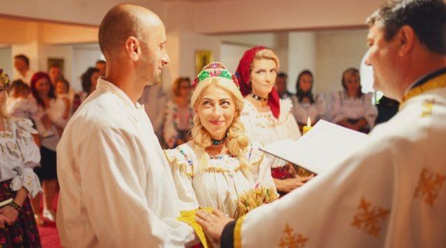 Ioana Mihalca, Digi 24, știrista care a dat Italia pe Maramureș și re-creează, alături de soțul ei, o gospodărie moroșenească în satul în care s-a născut, Petrova