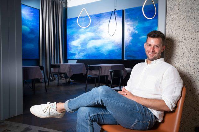 """Răzvan Crișan cofondatorul cafenelei M60 și al restaurantului Kane: """"Care e cea mai mare greșeală a mea? La fiecare 15 ale lunii îmi amintesc de primul credit cu buletinul, făcut la 18 ani, pentru a finanța o revistă"""""""
