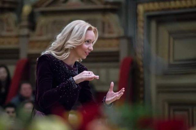 Anna Ungureanu, mâna de fier în mănușă de catifea de la conducerea corului Madrigal