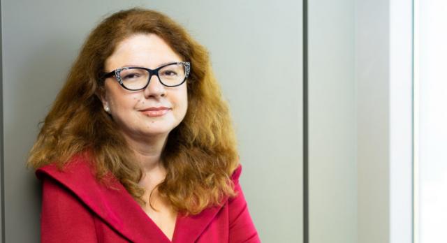 """Corina Vasile, Raiffeisen Bank: """"De mă întrebi acum dacă eram pregătită, calificată sau meritam să fiu redactor-șef la Ziarul Financiar la 28 de ani ți-aș spune cu certitudine că nu!"""""""