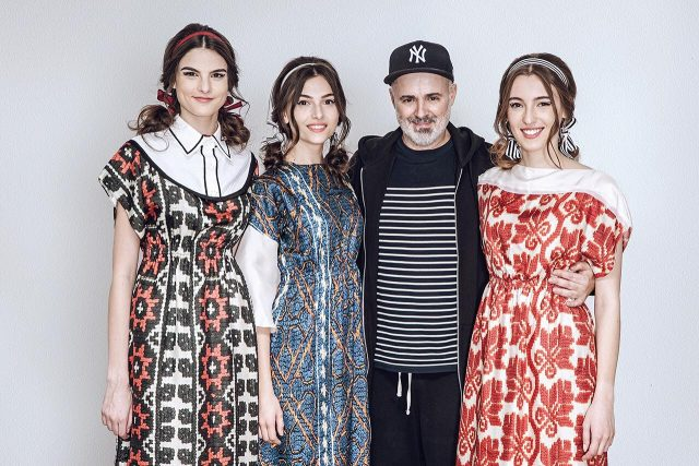 Adrian Oianu, designerul care a plecat din România ca să înveţe mai mult şi a descoperit astfel frumuseţea portului şi identităţii naţionale