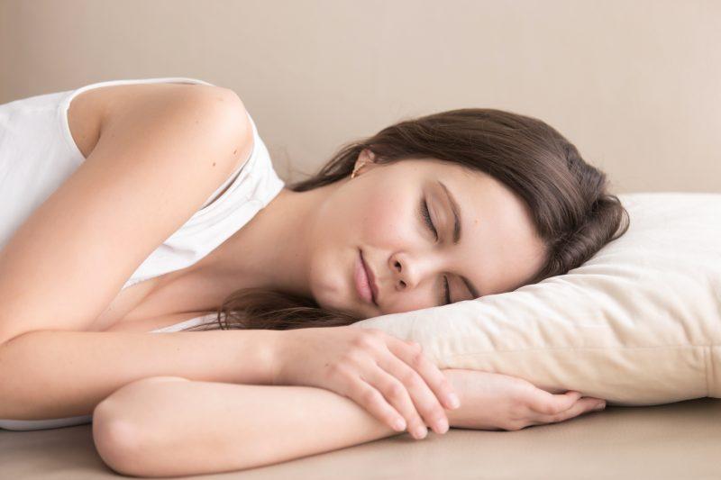 dureri la nivelul umerilor în timpul somnului durere în toate articulațiile alternativ