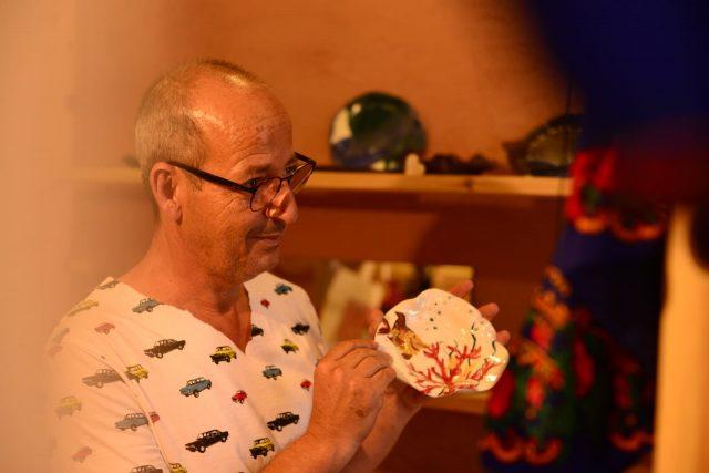 Khalid Inayeh, arhitectul născut într-o tabără de refugiați din Iordania, care a creat Mesteshukar ButiQ în România