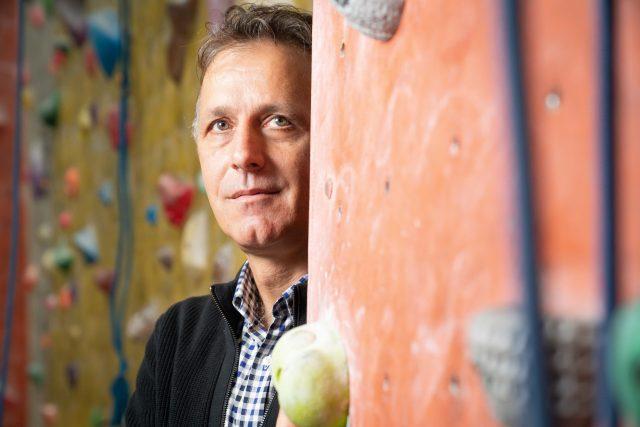 Bogdan Dudău, temerarul vârfurilor muntoase, între pasiunea pentru cățărat și mentoratul copiilor cu visuri mari