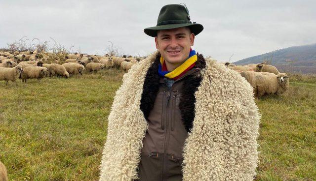 Ștefan Stănuș, ciobanul cu două facultăți ce vrea să revoluționeze fermele tradiționale