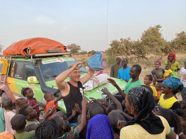 Cătălin Priscorniță, antreprenorul din Cluj care a străbătut 12 mii de km de raliu pentru a duce ghiozdane copiilor din Sierra Leone. Cum se îmbină pasiunea pentru off road cu afacerile și voluntariatul?
