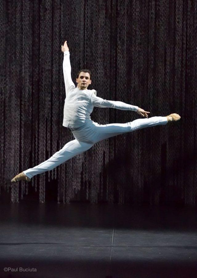 """Valentin Stoica, prim balerin al Operei Naționale București: """"Am fost mereu un perfecționist. Dar cuvântul perfecționist nu există, de fapt, pe scenă. Însăși perfecțiunea e o limită. Pe scenă e o căutare…"""""""