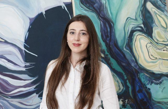 Diana Nour, pictorița româncă ce vede culorile strălucitoare printre nuanțele terne ale Angliei. Sau cum luptă un suflet de artist pentru a da sens visurilor sale