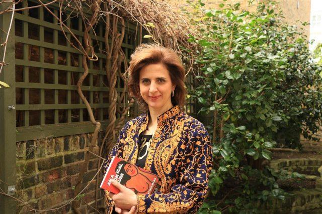 """Ramona Mitrică, femeia ce schimbă imaginea țării peste hotare """"povestindu-le"""" britanicilor cultura românească printr-o editură ce publică autori români și prin singurul festival de film românesc de la Londra"""