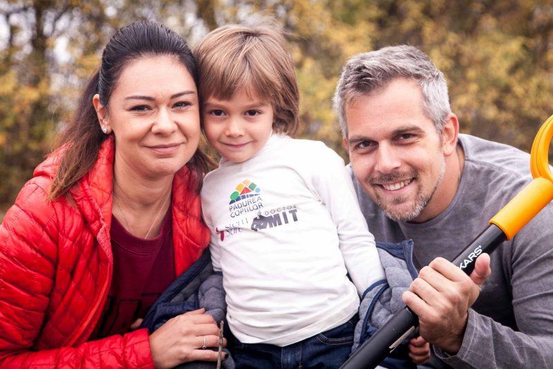 Bogdan Ivănescu alături de soția sa, Mădălina și de fiul său, Patrick
