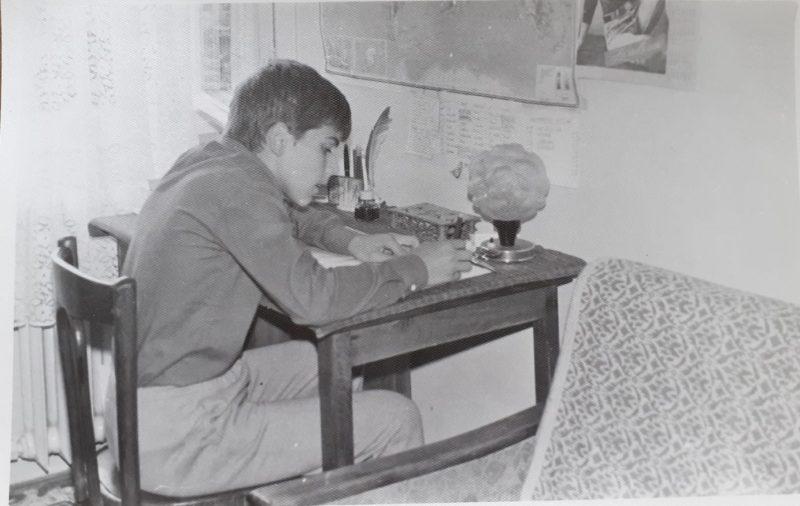 Bogdan Ivănescu în copilărie, pasionat de desen