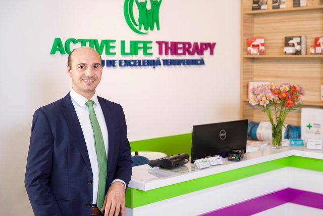 """Marius Dincă, """"pionier"""" în România al conceptului de terapie la birou: """"Schimbând postura îți vei schimba atitudinea și chiar viața"""""""