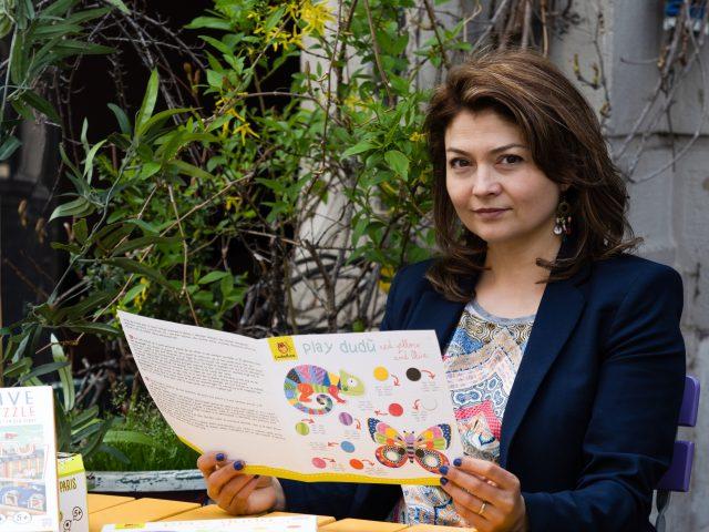 Povestea jucăriilor pe care le cumpărăm de la chioșcurile de ziare: cum a ajuns Narcisa Niculescu să dezvolte o afacere de succes în plină pandemie