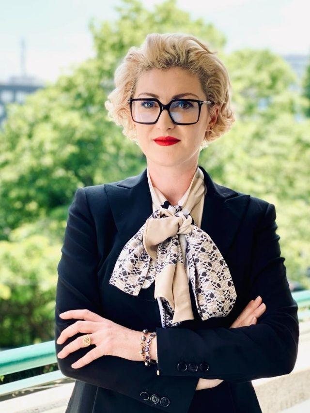 """Georgiana-Raluca Trandafir, avocată litigator: """"indiferent câți bani ai, nu trebuie niciodată să uiți că oricând se poate întâmpla ceva și trebuie să te descurci luând-o de la zero"""""""