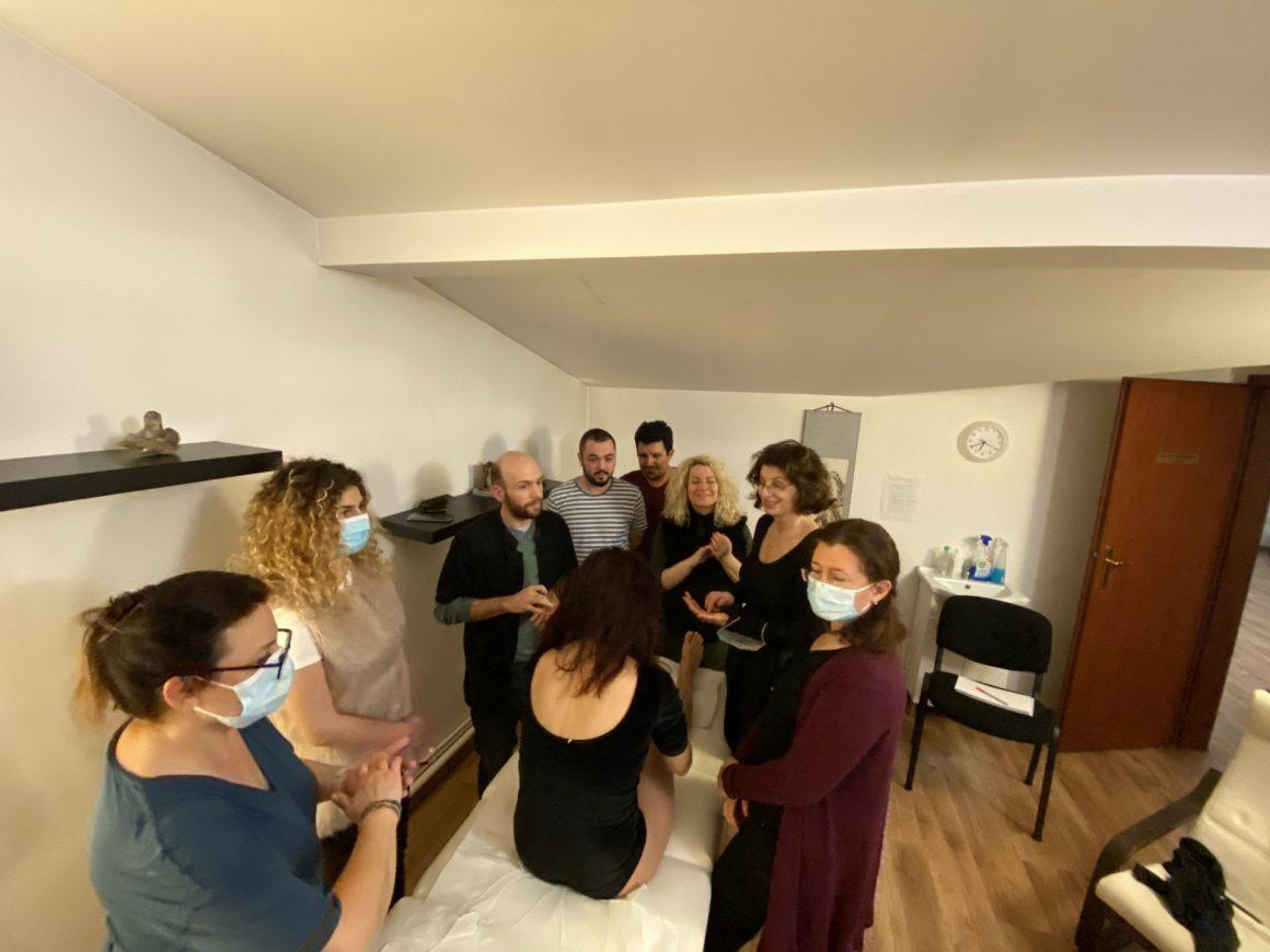 Octavian Sbârnă și studenții săi la o ședință de practică