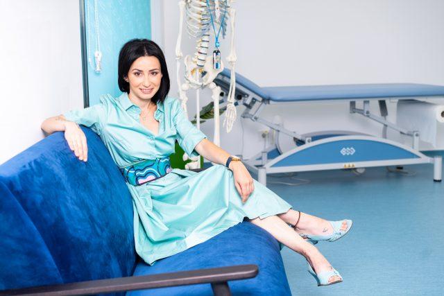 Ioana Berza, tânăra care a abandonat o carieră în finanţe şi a ajuns să facă o clinică de kinetoterapie după mai multe accidente la echitaţie