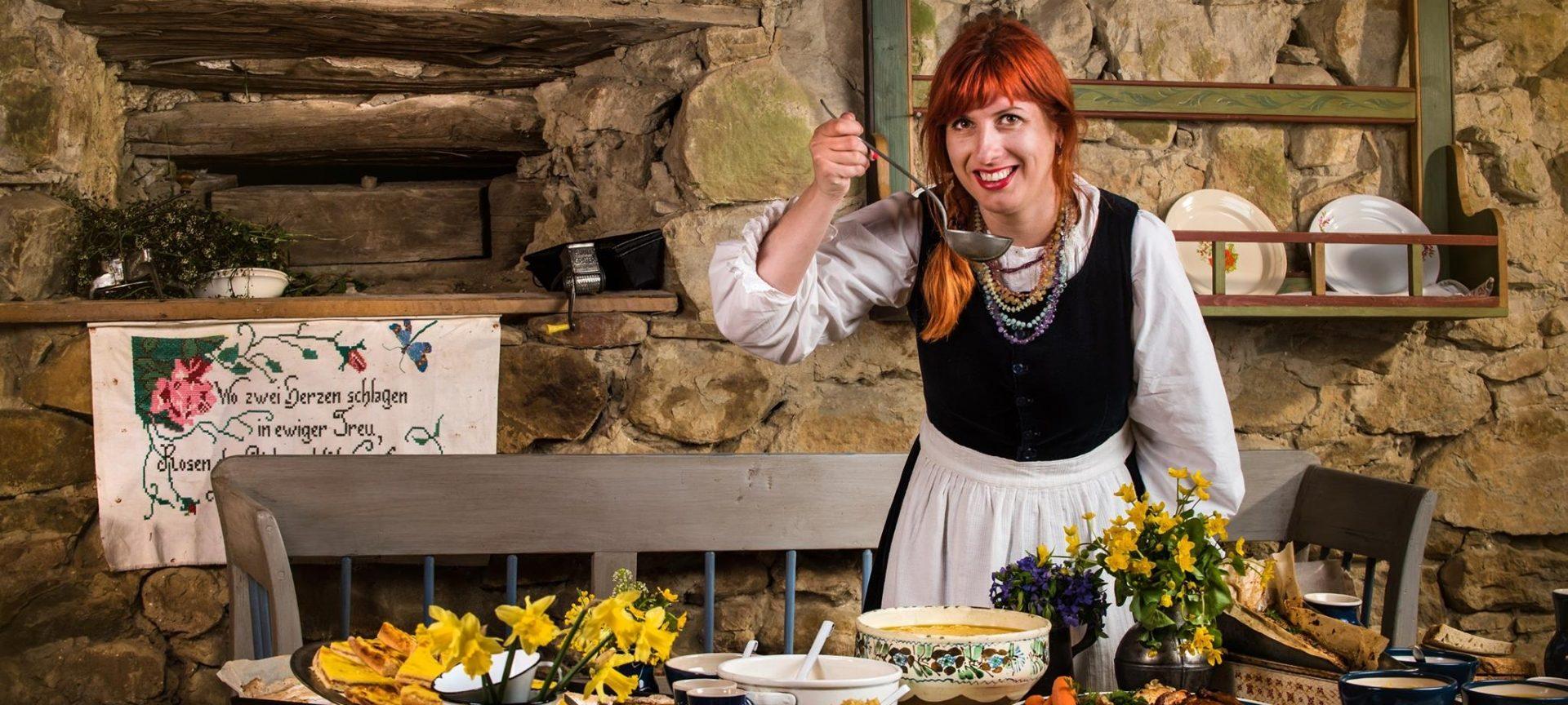 Fata care gătește cu flori
