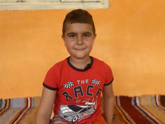 Leonard, băiatul care a sfidat moartea și a ajuns unul dintre cei mai buni elevi din Barboși, învățând singur de pe patul de spital