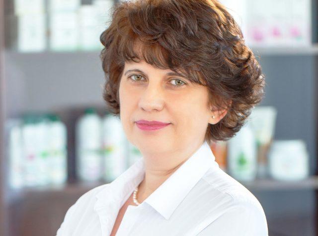 COSMETIC PLANT: 30 de ani de dăruire și 3 generații de femei. Povestea companiei românești care mizează pe știință pentru a pune în valoare frumusețea naturală a femeilor