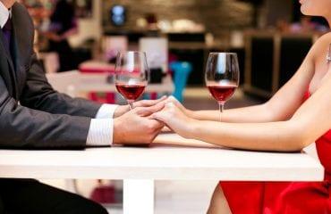 Cât umplem un pahar de vin